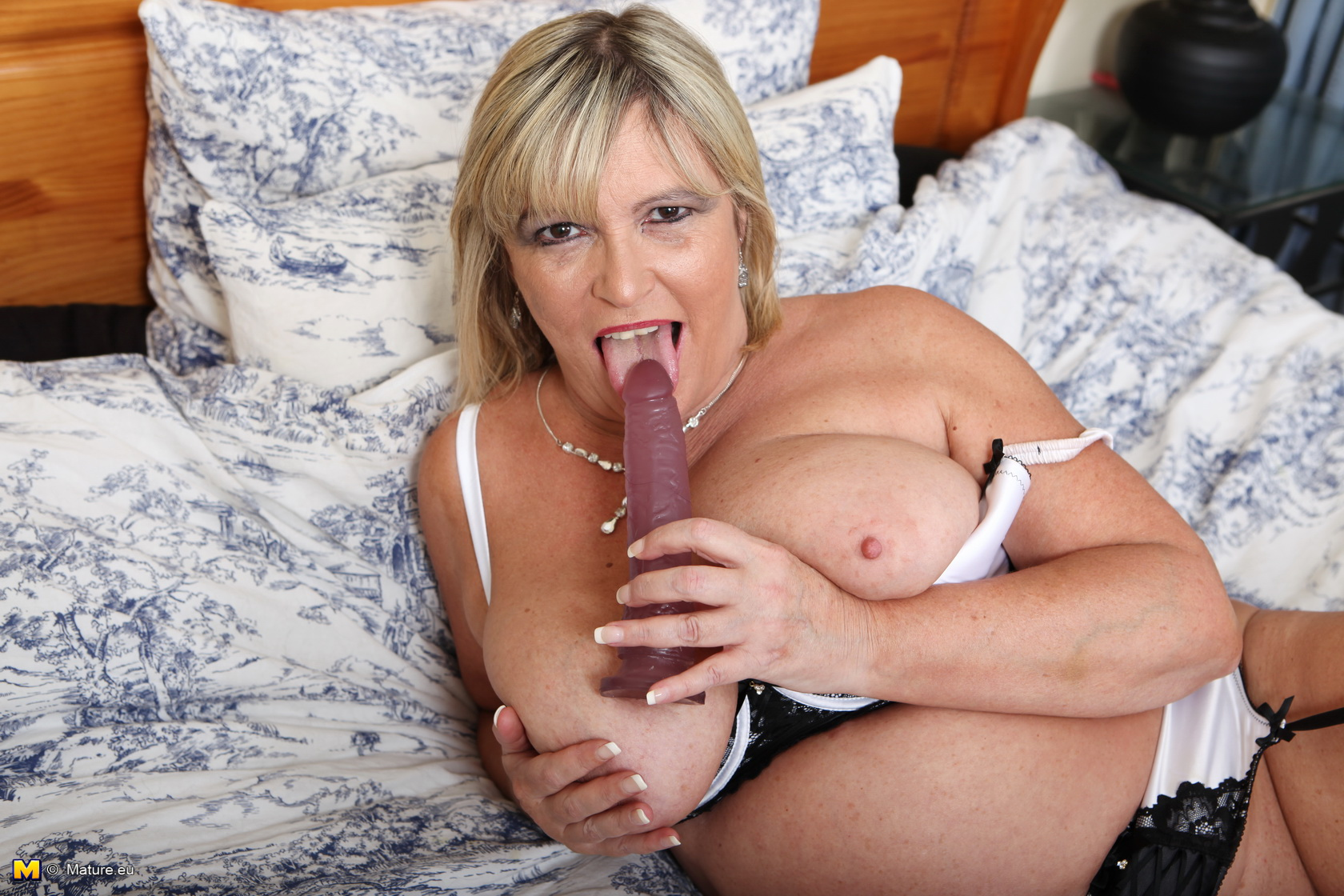 Meaty boobed British mature gal getting crazy