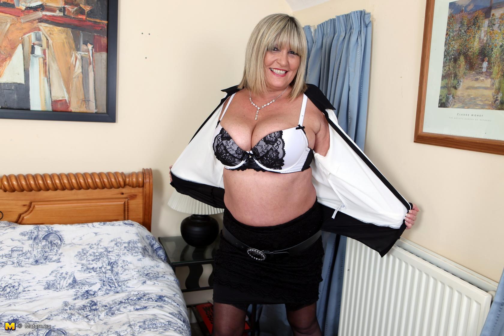 meaty boobed british mature gal getting crazy – i love mature ladies