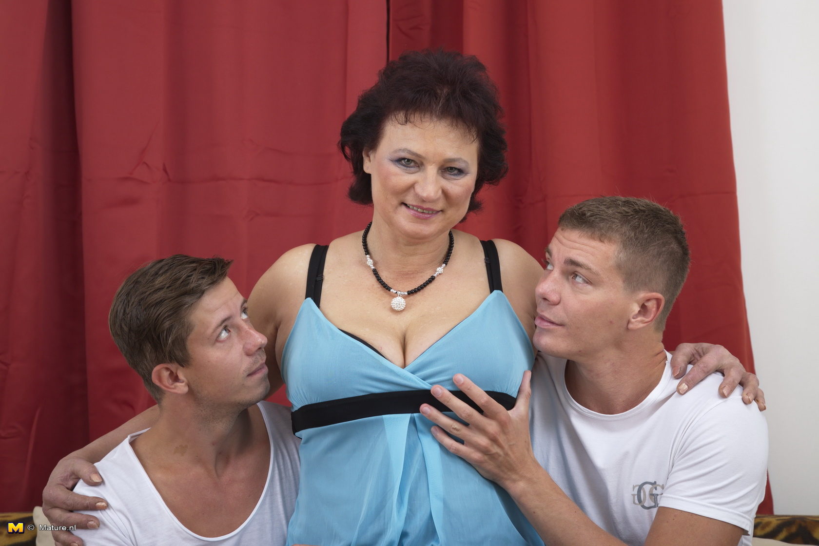 Chubby mature woman having a three-way