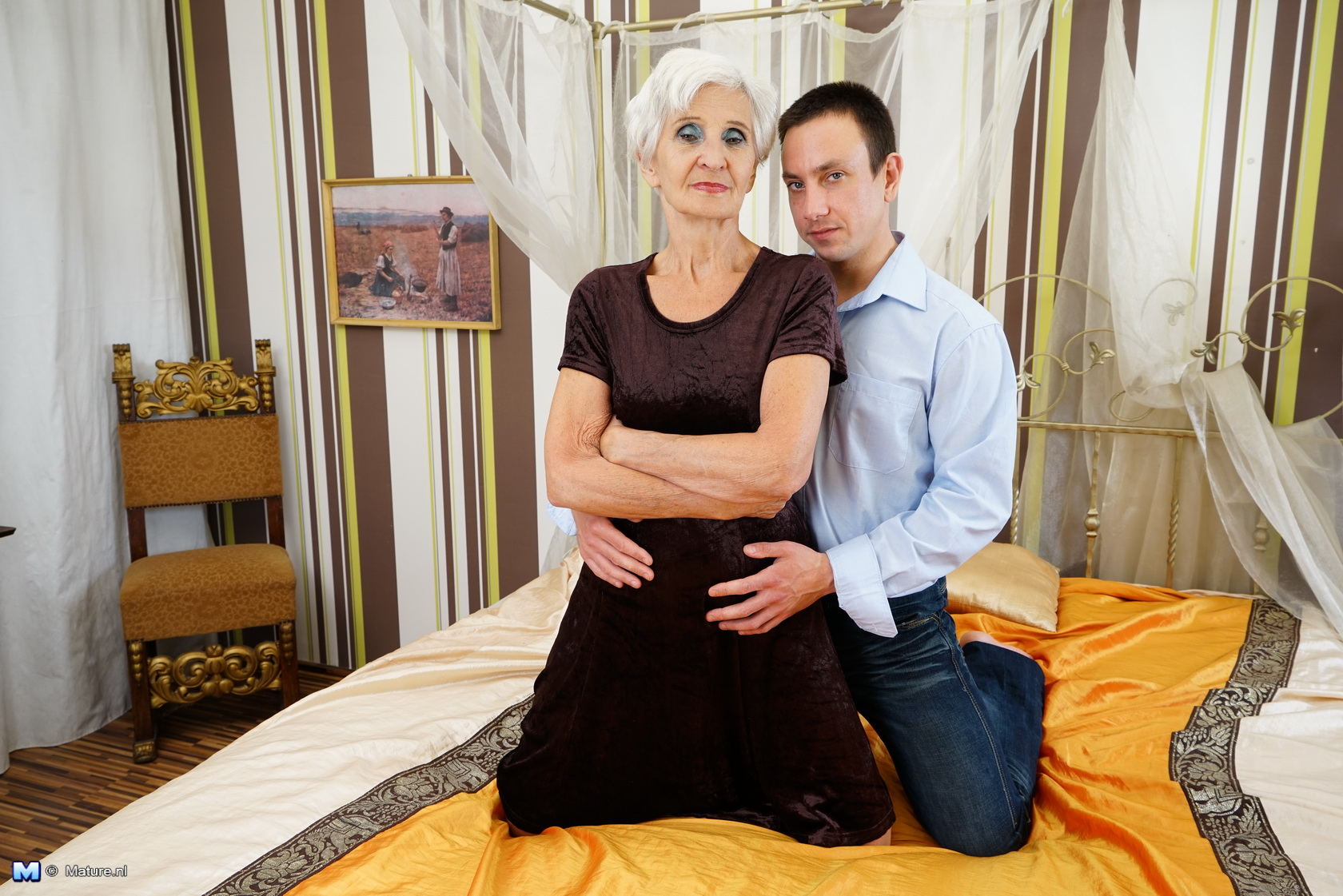 This mature woman enjoys having fun with her plaything man