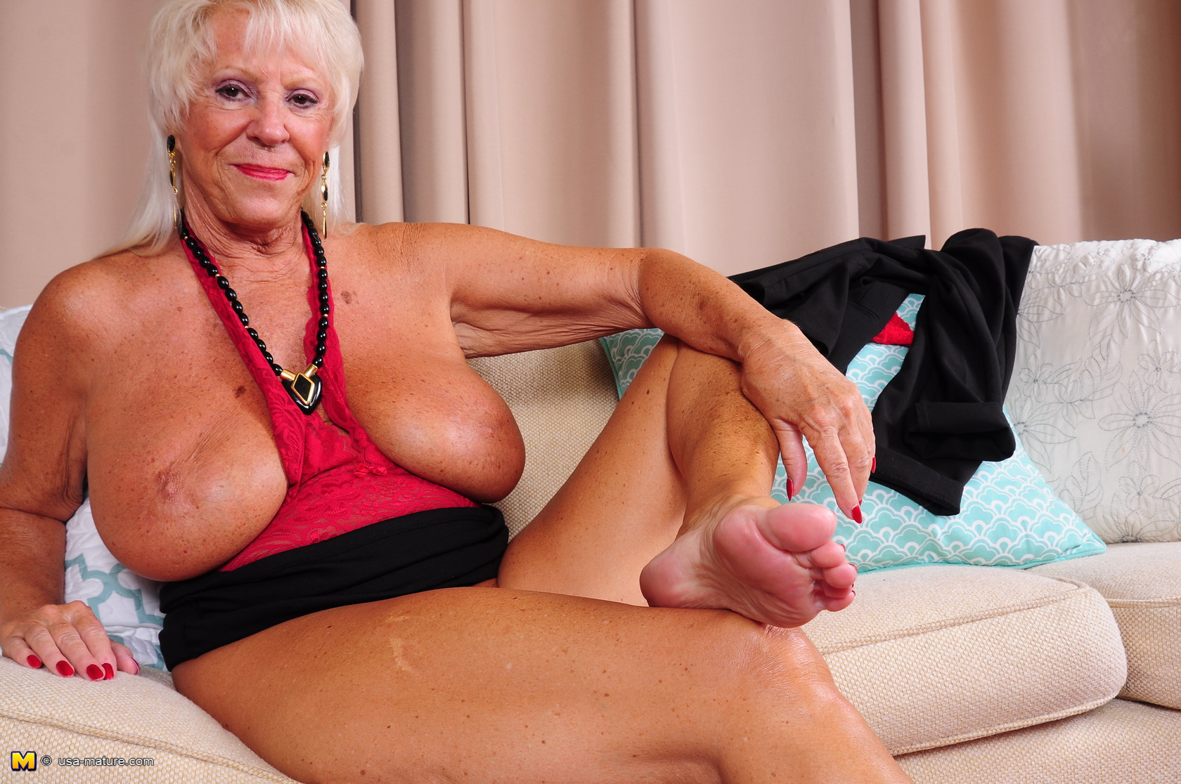 Wild mature Yankee dame getting nasty