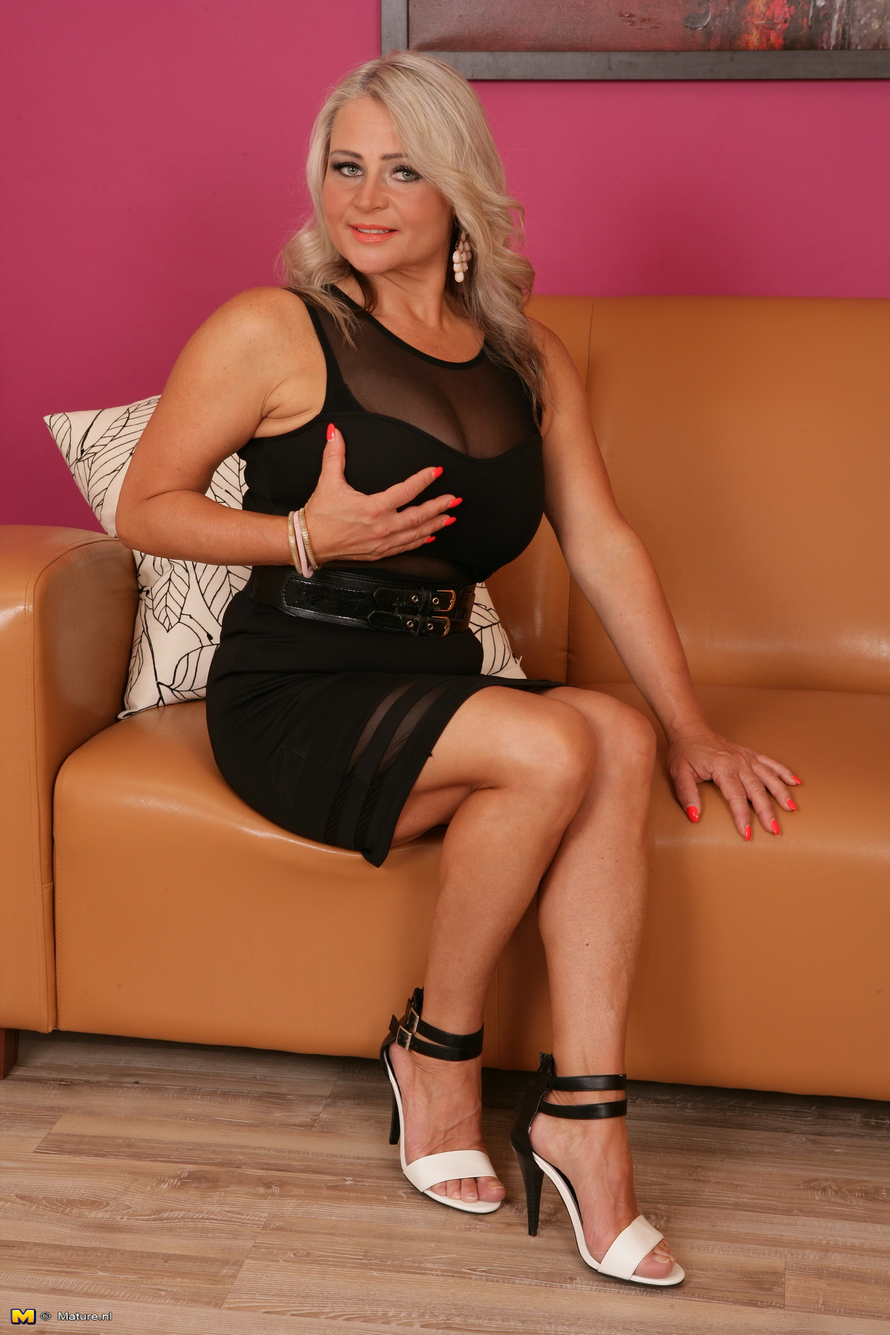 Sizzling hot mature woman