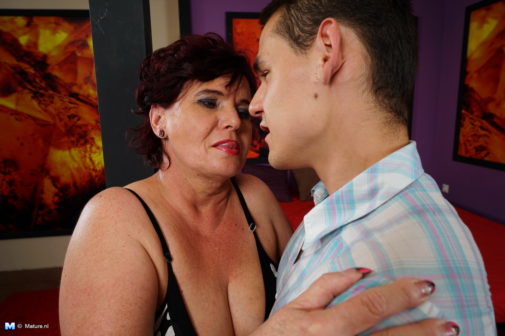 This plaything man loves pleasuring a crazy mature lady